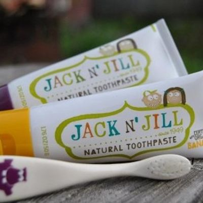 7 Natural Toothpastes You Should TRY Today ...