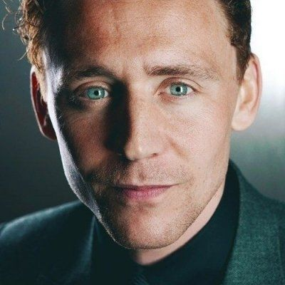 Tom Hiddleston Spreading Christmas Cheer with a Puppy Will Give You All the Feels ...