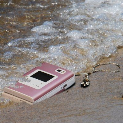 7 Ways to save a Wet Cellphone ...