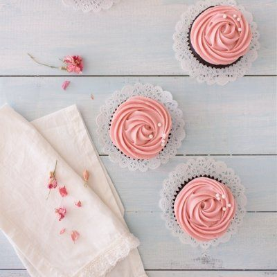7 Fun and Exciting Things to Decorate Cupcakes with ...