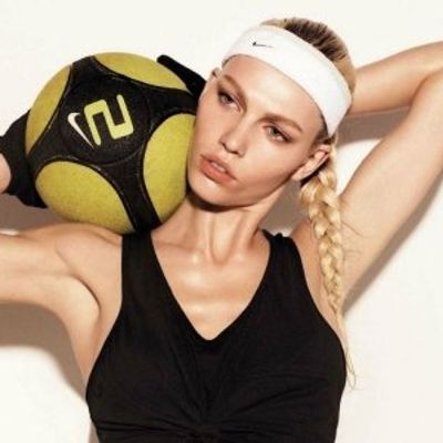 7 Simple, Fuss-Free Hairstyles for Athletes ...