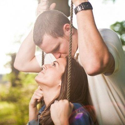 7 Ways to Engage in PDA without Annoying Those around You ...