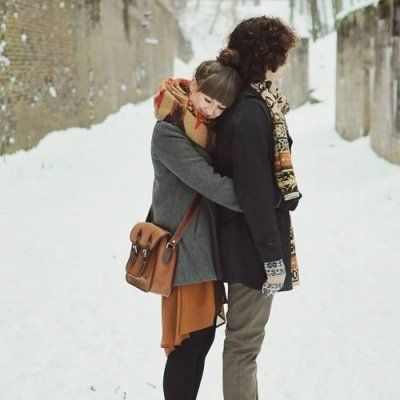 9 Cute Couple Photos to Recreate This Winter ...