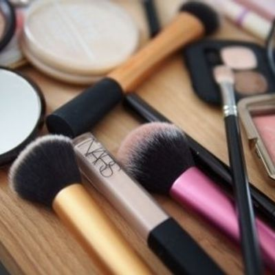 7 Reasons to Clean Your Makeup Brushes ...