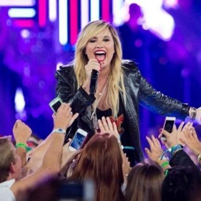 7 Reasons I Loved Demi's Neon Lights Tour ...