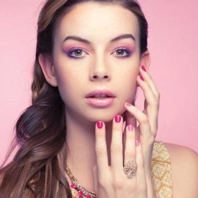 7 Trendy Nail Designs for Short Nails ...