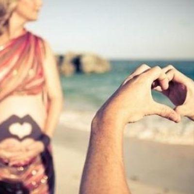 7 Awesome Reasons to Take Preggo Selfies ...