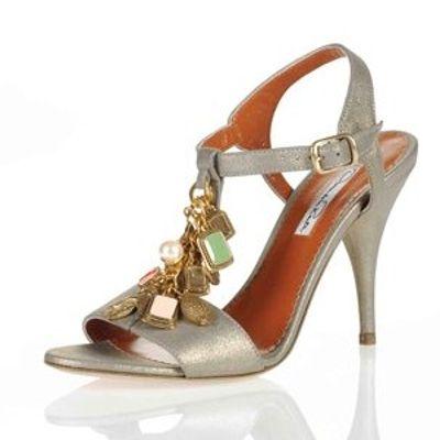 5 Glamorous Metallic Oscar De La Renta Sandals ...