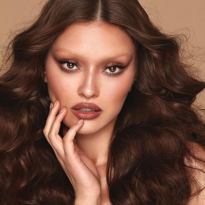 7 Classy but Easy to do Hairstyles for Super Long Hair ...