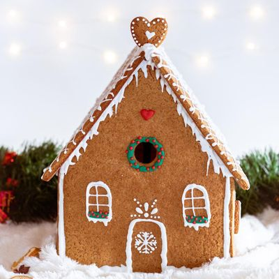 How to Create the Ultimate Gingerbread House ...