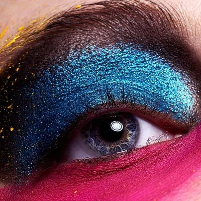How to Create a Perfect Navy Blue Smoky Eye ...