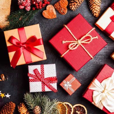 7 Things to Put in a Christmas ⛄ Gift 💝 Basket for Women 🎎 ...