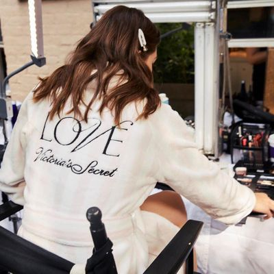 Victoria's Secret Models Strut Their Stuff in Fantasy Bras ...