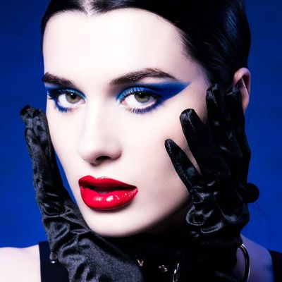 7 Ways to Pull off Blue Eyeliner ...