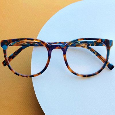 How to Wear Transparent Glasses in Style ...
