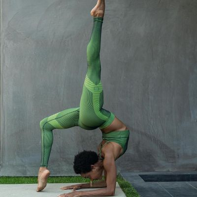 21 Incredible Yoga Poses 🙏🏼 to Take You to the Next Level 📶 ...