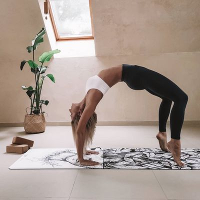 7 Yoga Poses for Women Who Want to Lift 🖐🏼 and Shape Their Booty 🍑 ...