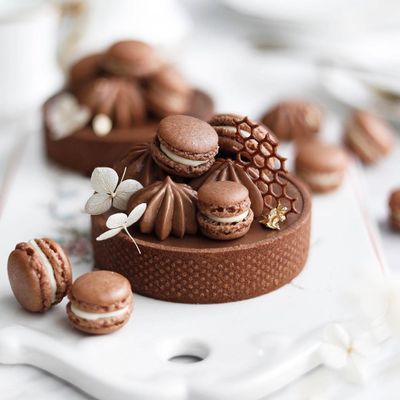 18 of Today's Magical 🔮 Cake and Dessert Inspo for Ladies 👩🏿👩🏽👩🏻👩🏼 Who Want to Share a Treat 🍨 ...