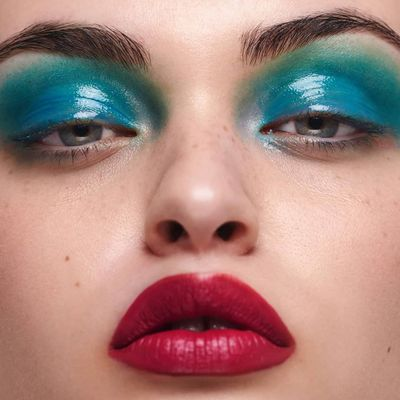 How to Use Red and Green in Your Makeup Routine ...