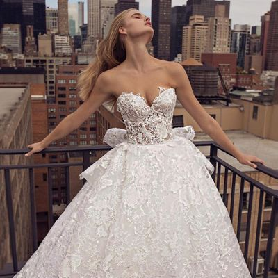 17 of Today's Dazzling 🙌🏼 Wedding Inspo for Brides 👰🏼👰🏽👰🏻👰🏿 Who Plan to Go Big 💎 or Go Home 🏡 ...