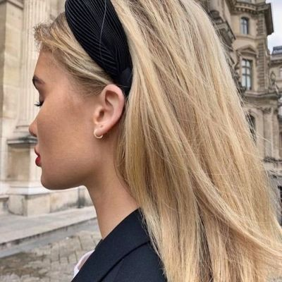 7 Fall Hairstyles You Can Wear with a Scarf ...