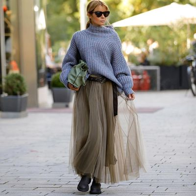 Here's 38 Ways to Wear a Maxi Skirt for the Most Adorable Outfits Ever ...