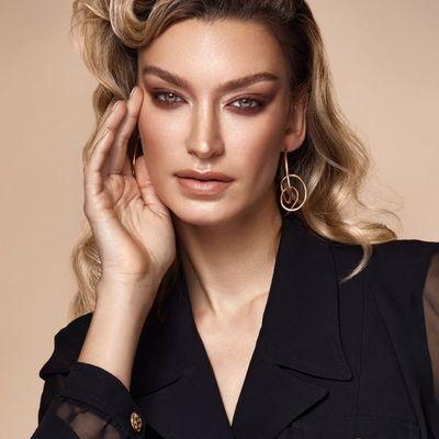 15 Makeup Tips to Look Older ...