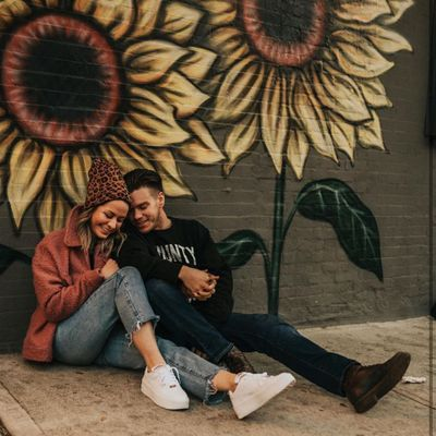 5 Fabulous 🤗 First Date Gift 🎁 Ideas 💡 That Are Totally Sweet 😍 Gestures ...