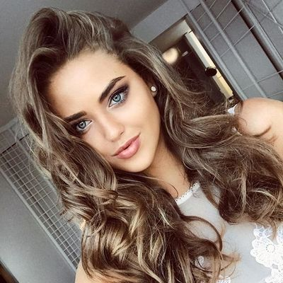 7 Fab Ways to Style Curly Hair ...