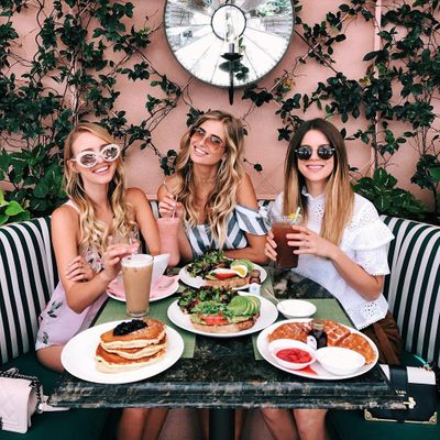 Knockout 👊🏼 Tips to Avoid ❌ Overeating 🍽 when Dining with Others 👭👫 ...