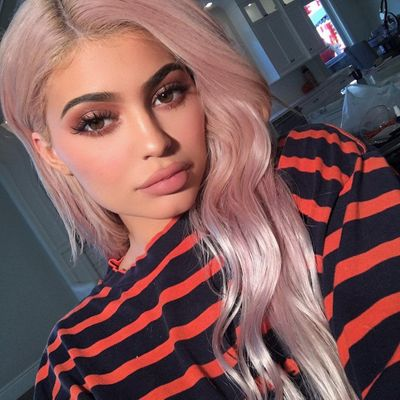 The Makeup Products Kylie Jenner Uses for Her Daily Beauty Routine ...
