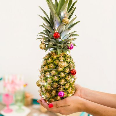 Pineapple 🍍 Christmas Trees 🎄: the Most Unexpected 😱 Trend of 2017 📆 ...