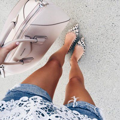 Effortlessly Easy Ways  to Deodorize  Smelly  Shoes  ...
