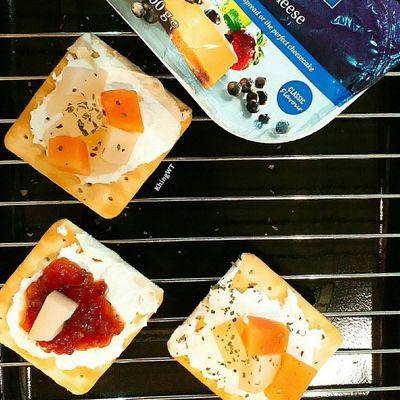Sriracha Honey Cream Cheese Crackers ...