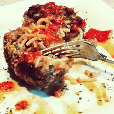 Giant 👐 Spaghetti-Stuffed Meatball 🍝 ...