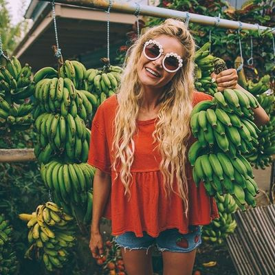 This 👇🏼👈🏼 is Why Healthy Girls 👩🏽👩🏼👩🏿👩🏻 Eat a Banana 🍌 a Day 📅 ...