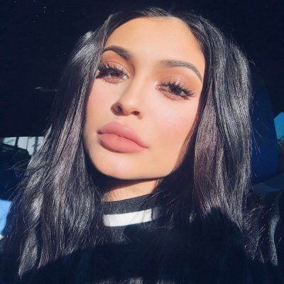 Kylie Jenner Makeup Tutorials to Give You Kissable Looking Lips ...
