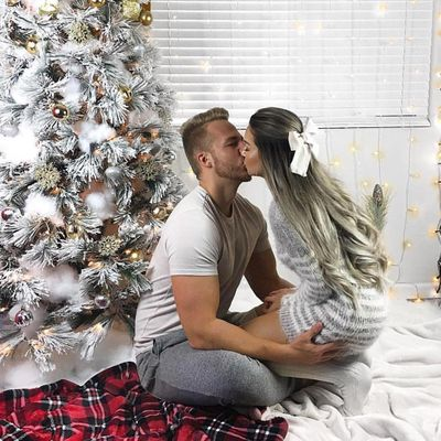 8 Signs He Wants to Spend Christmas Together ...