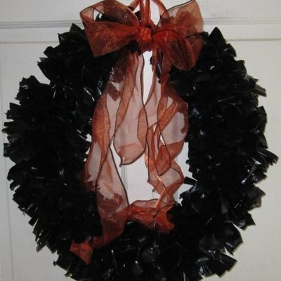 DIY Seasonal Wreaths Made from Trash Bags ...