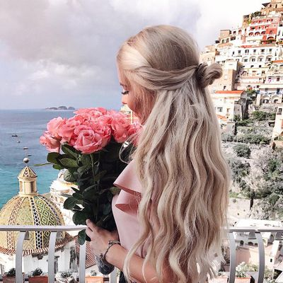 7 Stylish Ways to Wear Flowers in Your Hair ...