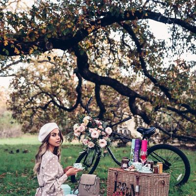 5 Inspiring Outfits to Bring out the Flower Child in You ...