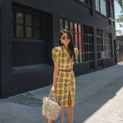 """6 Photos of Niecy Nash Wears Yellow on """"Live!"""" ..."""
