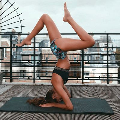 7 Yoga Poses That'll Keep Your Breasts Firm and Fabulous ...