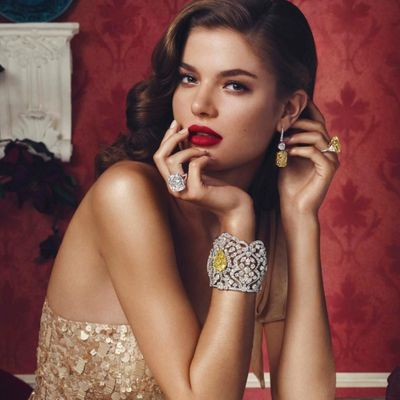A Guide to Buying the Perfect Jewelry These Holidays ...