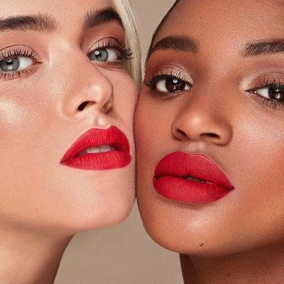 15 Best Moisturizing Lipsticks for Hydrated and Beautiful Lips ...