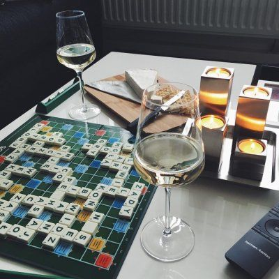 17 Classic Board Games 🎲 for Couples to Play on Rainy Days ...