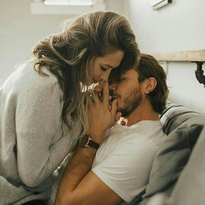 7 Tips on How to Kiss a Girl for the First Time ...