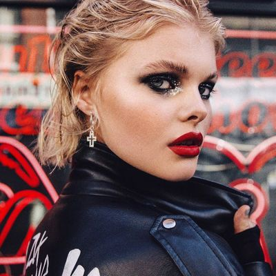 Perfect Goth Makeup Products for a Gorgeous Dark Beauty Look ...