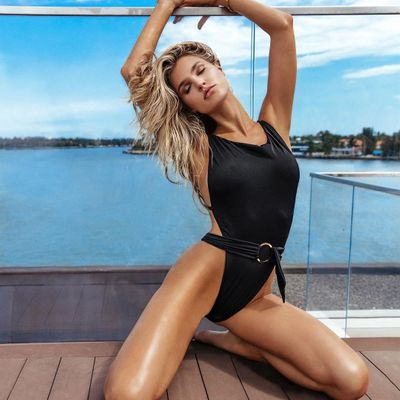 The Best Slimming Swimsuits 👙 for Girls Wanting to Feel Confident 😁 in Their Beach Attire 🏝 ...