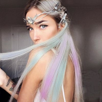 7 Quirky Hair Accessories That Only the Brave Can Pull off ...
